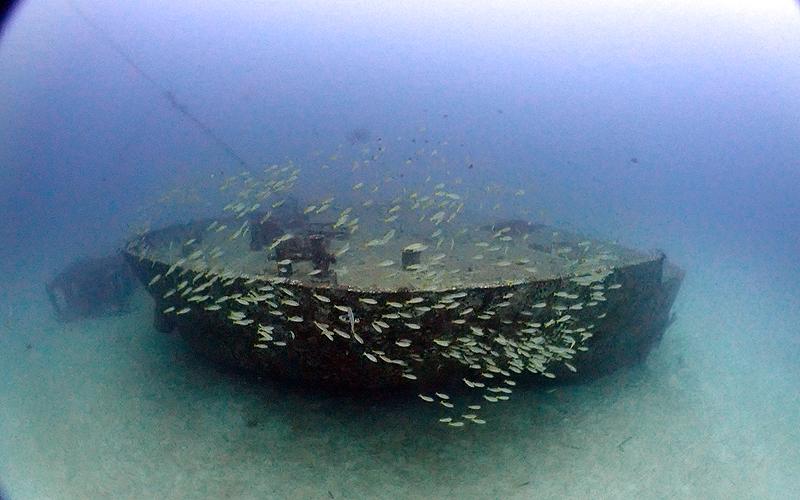 ラチャヤイ島 沈タンカー